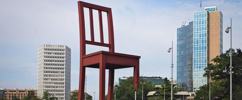broken-chair-geneve
